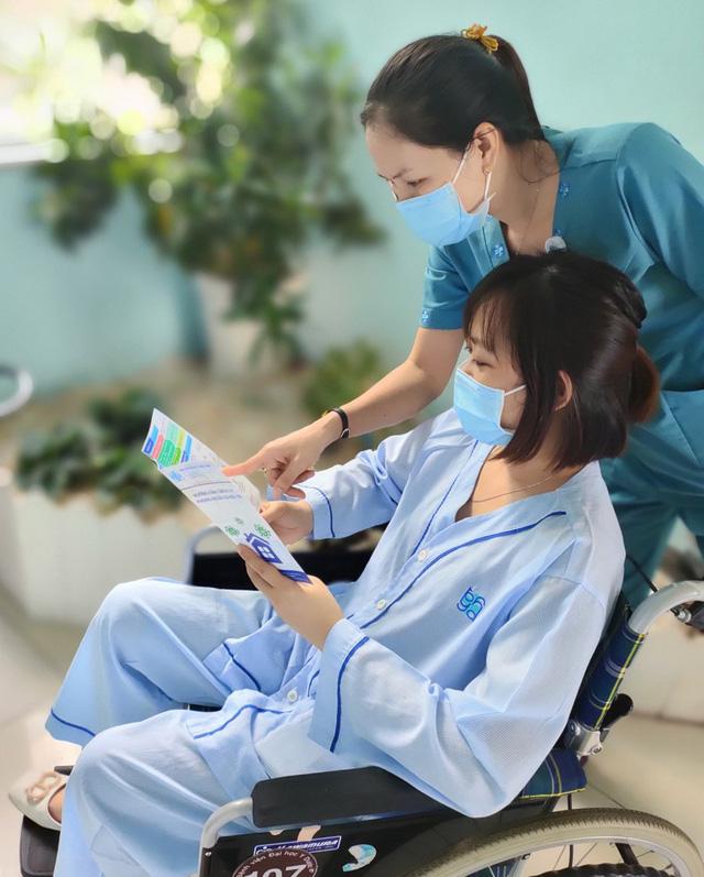 Bệnh viện ĐH Y Dược TPHCM triển khai dịch vụ thay người thân chăm sóc - Ảnh 2.