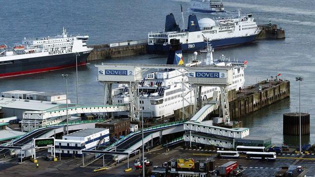 Gián đoạn thương mại có thể tái diễn tại cảng lớn nhất Anh - Ảnh 1.