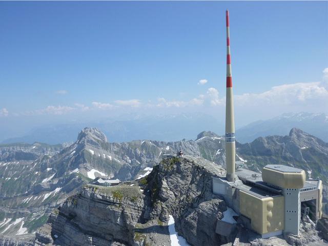 Các nhà khoa học muốn kiểm soát sét bằng cột laser khổng lồ - Ảnh 1.