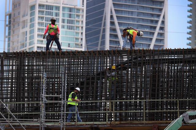 Mỹ cần thêm 1 triệu công nhân xây dựng, lương cao vẫn khó tuyển - Ảnh 1.
