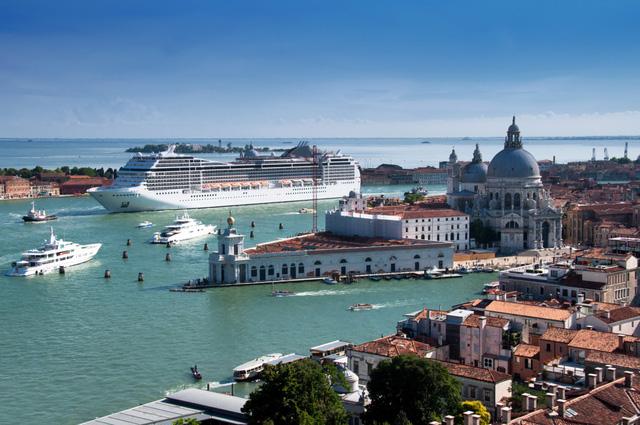 Italy cấm tàu du lịch lớn vào trung tâm Venice để bảo vệ di sản - Ảnh 1.