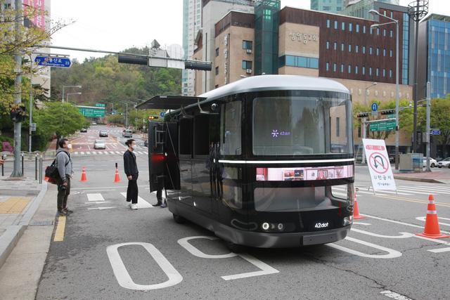 Hàn Quốc triển khai thí điểm xe tự lái thương mại ở Seoul - Ảnh 1.