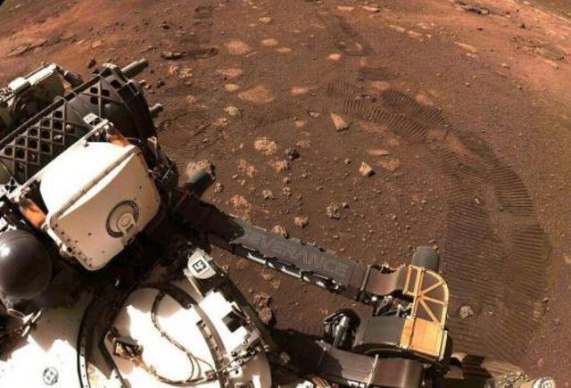Tàu thám hiểm Perseverance tìm kiếm dấu hiệu của sự sống trên Hành tinh Đỏ - Ảnh 1.