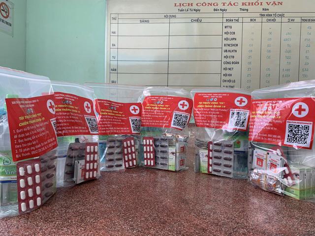 Túi thuốc an sinh cho F0 điều trị tại nhà do phường cấp phát - Ảnh 3.