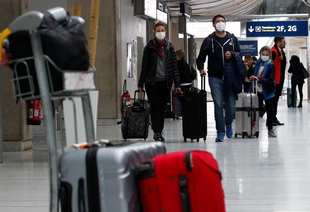 Pháp cho phép nhập cảnh với du khách nước ngoài đã tiêm vắc xin - Ảnh 1.