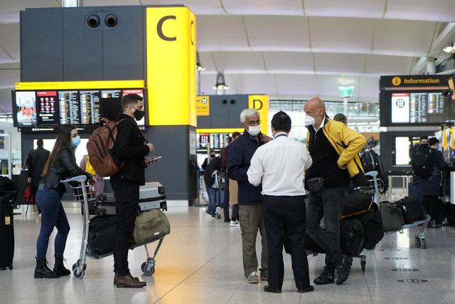 Sân bay Heathrow kêu gọi Chính phủ Anh thay đổi các quy định đi lại - Ảnh 1.