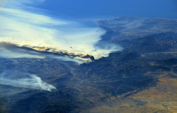 Những hình ảnh kinh hoàng ở biển lửa California - Ảnh 9.