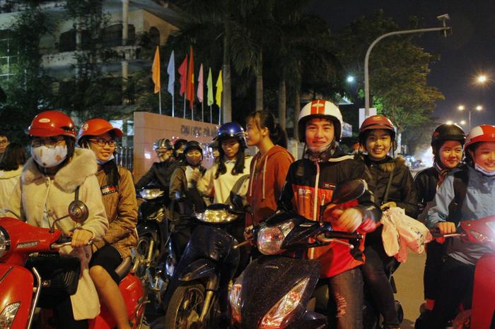 Bạn trẻ Đà Nẵng đón Giáng sinh cùng lao động nghèo - Ảnh 3.