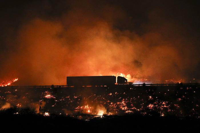 Những hình ảnh kinh hoàng ở biển lửa California - Ảnh 10.
