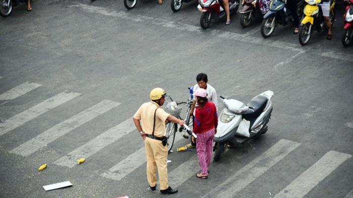 Tăng mức xử phạt để giảm ùn tắc giao thông - Ảnh 1.