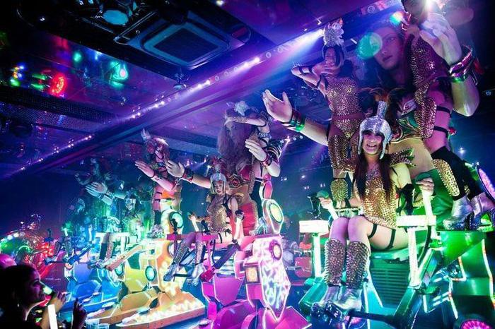 Nhà hàng robot nóng bỏng ở Tokyo - Ảnh 14.