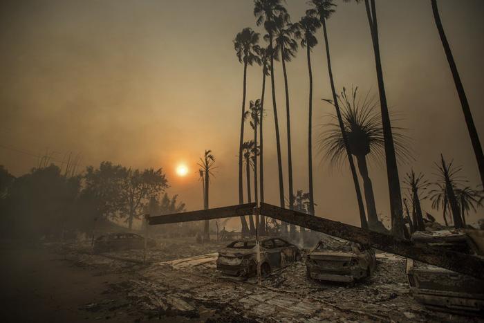 Những hình ảnh kinh hoàng ở biển lửa California - Ảnh 18.