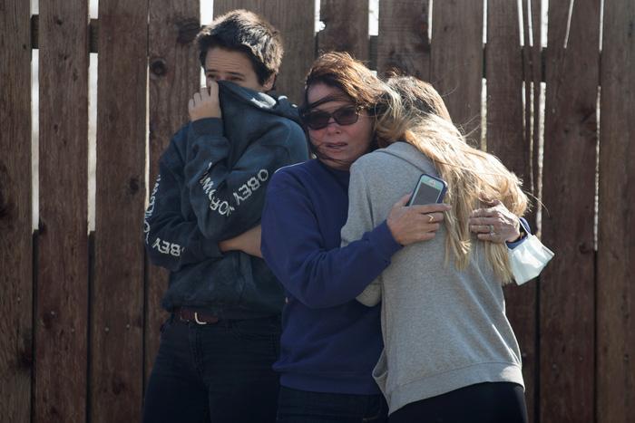 Hàng ngàn người tháo chạy vì cháy rừng ở California - Ảnh 2.