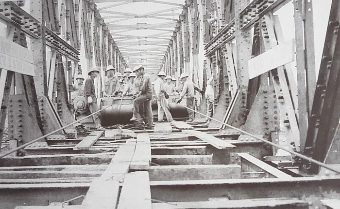 100.000 người và hơn 360 ngày hàn gắn đường sắt Bắc - Nam - Ảnh 1.