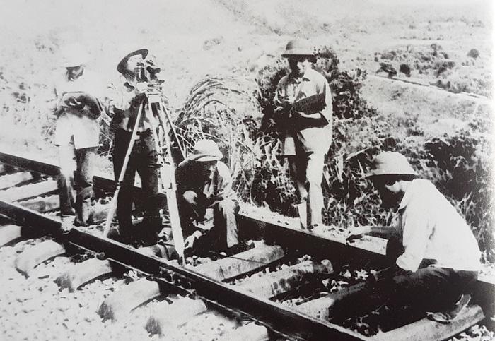 100.000 người và hơn 360 ngày hàn gắn đường sắt Bắc - Nam - Ảnh 2.