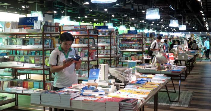 'Rừng sách nhiệt đới' - thành phố sách giữa Sài Gòn - Ảnh 3.