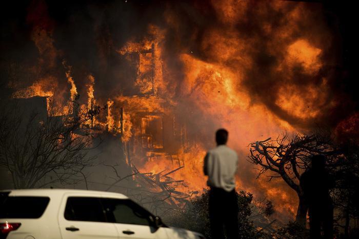 Những hình ảnh kinh hoàng ở biển lửa California - Ảnh 7.