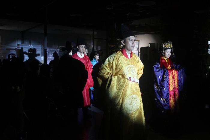 Dệt nên triều đại - khôi phục văn hóa cung đình đã phôi phai - Ảnh 9.