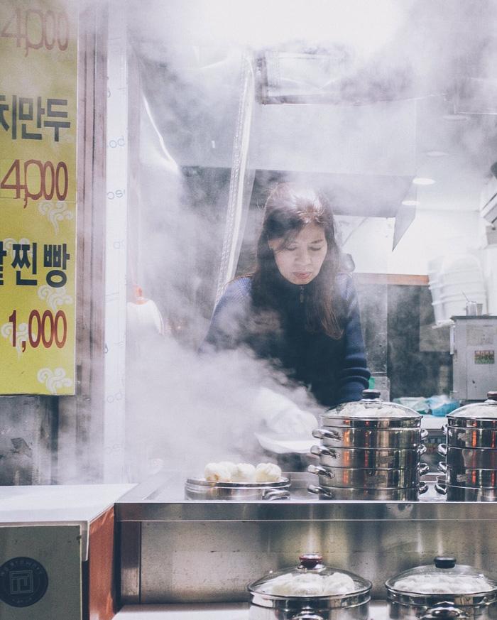 Thưởng thức bánh bao hấp Hàn Quốc - Ảnh 1.