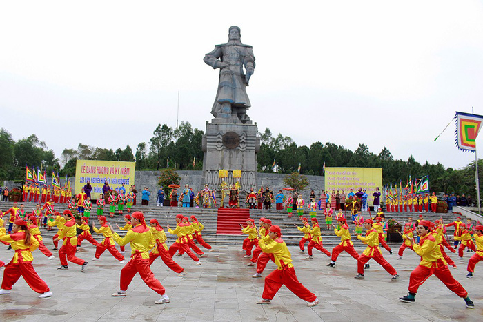 Huế kỷ niệm 229 năm Nguyễn Huệ lên ngôi hoàng đế - Ảnh 3.