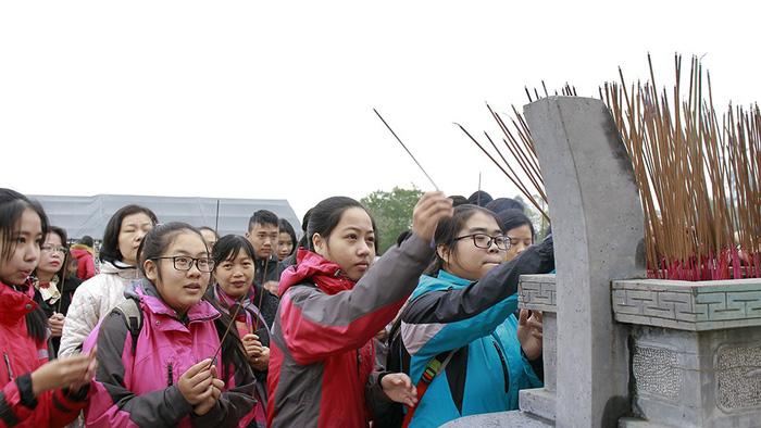 Huế kỷ niệm 229 năm Nguyễn Huệ lên ngôi hoàng đế - Ảnh 4.
