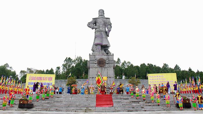Huế kỷ niệm 229 năm Nguyễn Huệ lên ngôi hoàng đế - Ảnh 6.