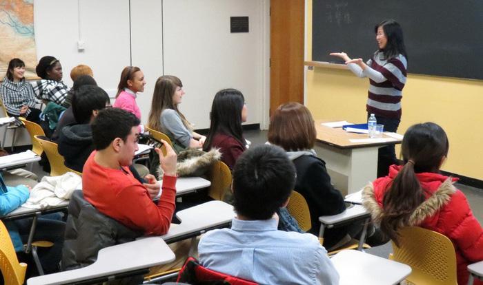 Nên học tiếng Hàn ở trung tâm hay trường cao đẳng, đại học? - Ảnh 2.
