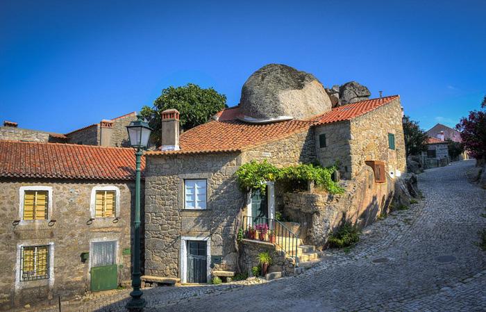 Ngôi làng đá đặc biệt nhất Bồ Đào Nha - Ảnh 13.