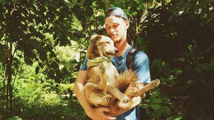 Chàng trai dắt chó đi bộ vòng quanh thế giới - Ảnh 1.