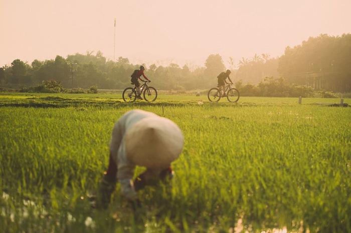Nữ du khách Mỹ đạp xe xuyên đường mòn Hồ Chí Minh - Ảnh 2.