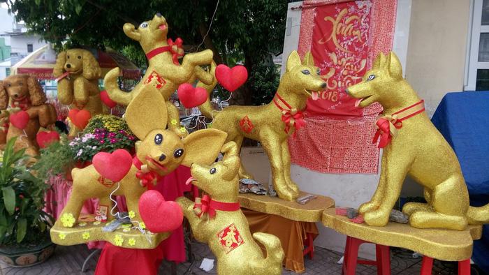 Dân Sài Gòn - Hà Nội bỏ tiền triệu sắm linh vật chó chơi Tết - Ảnh 9.