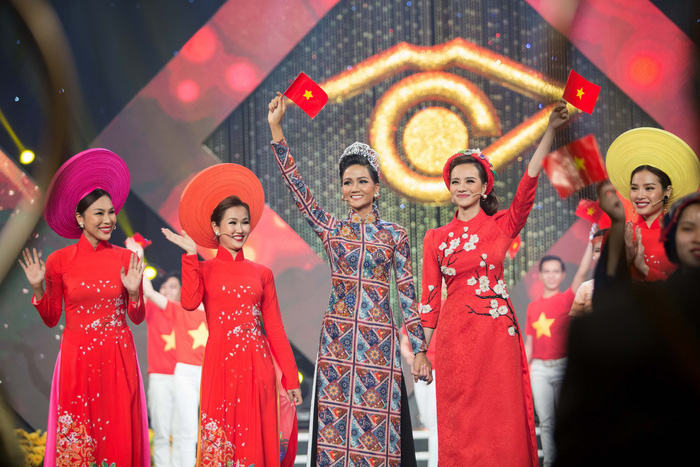Hoa hậu Kiều Ngân đăng quang Én Vàng 2017 - Ảnh 2.