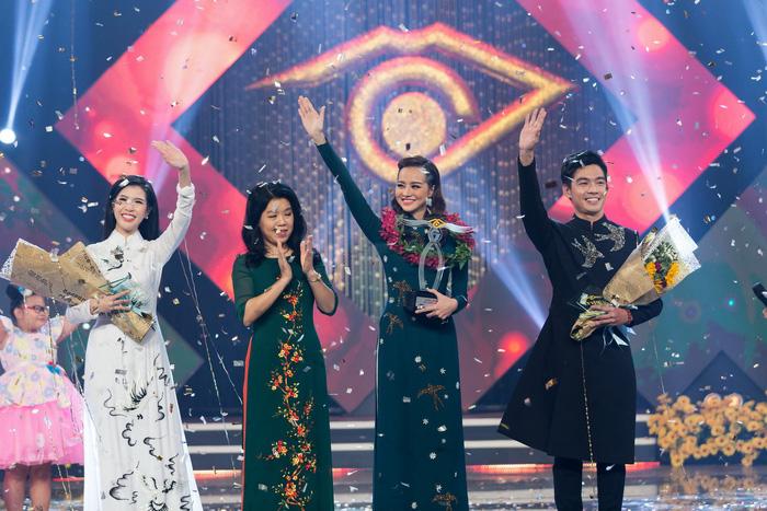 Hoa hậu Kiều Ngân đăng quang Én Vàng 2017 - Ảnh 1.