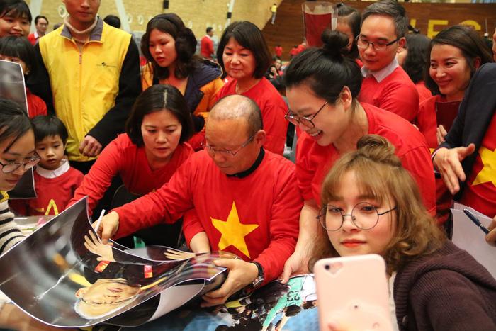 HLV Park nhắn nhủ du học sinh Việt giữ lửa nhiệt tình - Ảnh 1.
