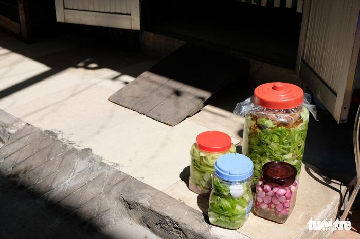 Màu tết rực rỡ tràn ngập phố Sài Gòn  - Ảnh 5.