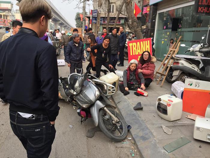 Xe 'điên' gây tai nạn liên hoàn trên phố Hà Nội - Ảnh 4.
