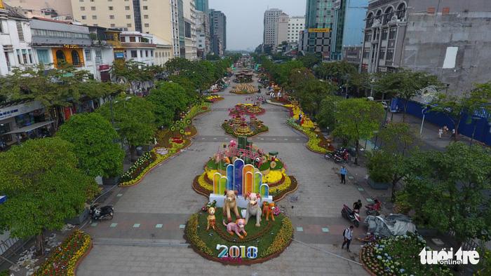 Đường hoa Nguyễn Huệ mở cửa đón khách du xuân - Ảnh 5.