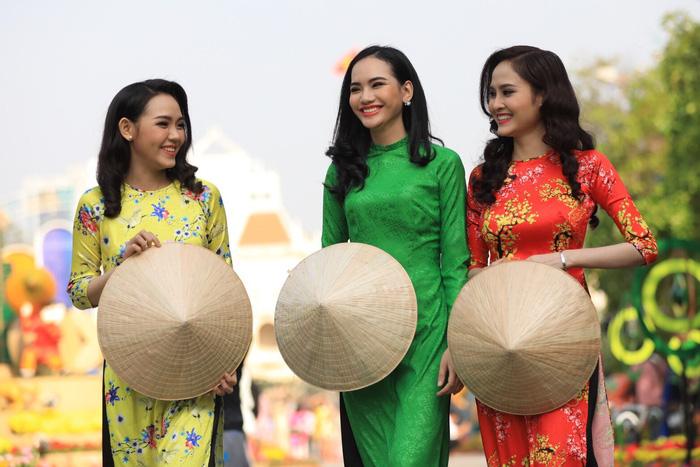 Đường hoa Nguyễn Huệ mở cửa đón khách du xuân - Ảnh 9.