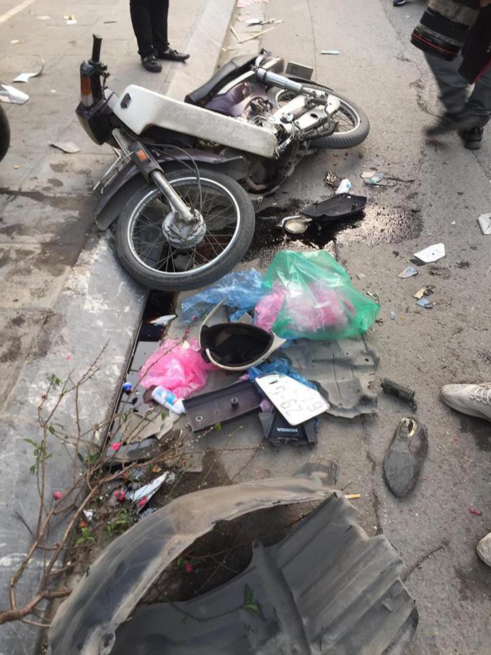Xe 'điên' gây tai nạn liên hoàn trên phố Hà Nội - Ảnh 5.