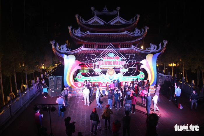Xuyên đêm trẩy hội và mưu sinh ở chùa Hương - Ảnh 8.