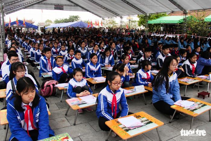 500 học sinh giỏi đất cảng 'khai bút' đầu xuân - Ảnh 4.