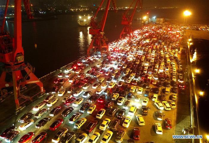 Dân Trung Quốc ùn ùn trở lại thành phố sau Tết - Ảnh 7.