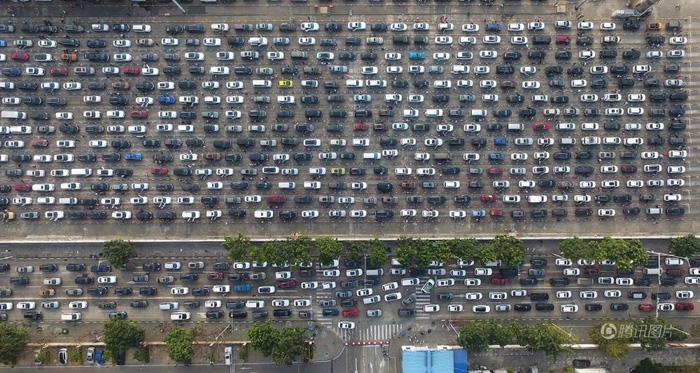 Dân Trung Quốc ùn ùn trở lại thành phố sau Tết - Ảnh 5.
