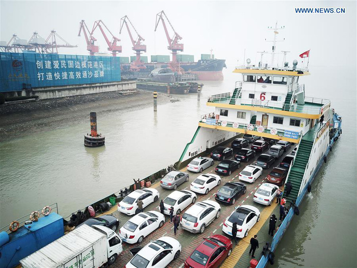 Dân Trung Quốc ùn ùn trở lại thành phố sau Tết - Ảnh 9.