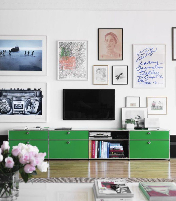 10 kiểu trang trí tivi để phòng khách đẹp hơn - Ảnh 8.