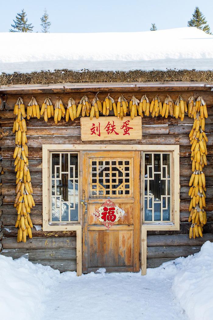 Ngôi làng tuyết trắng đẹp như trong cổ tích ở Cáp Nhĩ Tân - Ảnh 4.