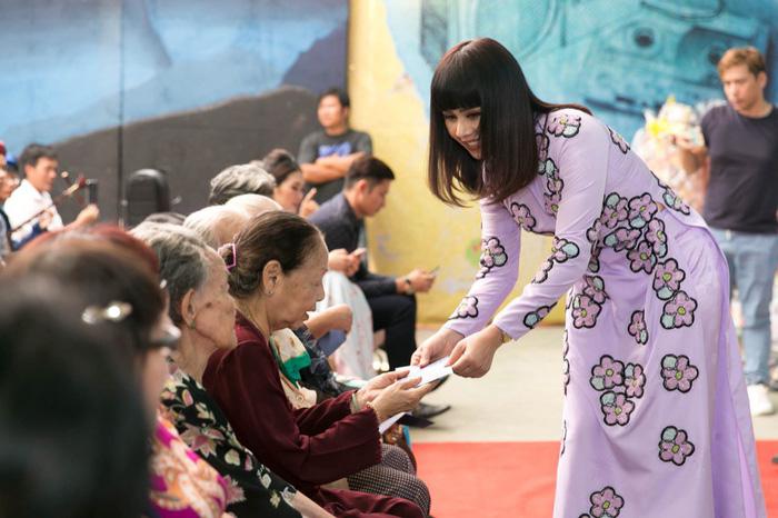 Đoàn phim Gạo chợ nước sông ra mắt ở Viện dưỡng lão nghệ sĩ - Ảnh 6.
