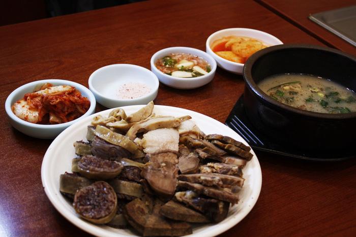 Chợ Gwangjang - thiên đường ẩm thực đường phố giữa lòng Seoul - Ảnh 2.