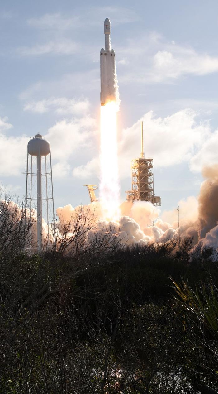 SpaceX phóng tên lửa mạnh nhất thế giới hướng về sao Hỏa - Ảnh 3.