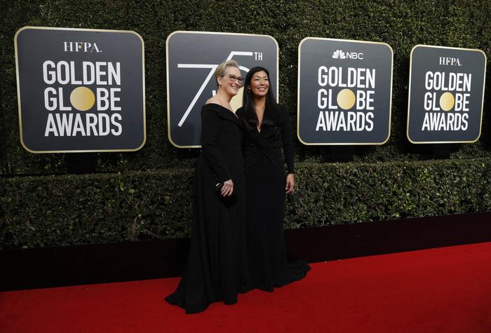 Minh tinh Hollywood đồng loạt diện đồ đen đến lễ trao giải Quả Cầu Vàng - Ảnh 2.